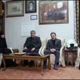 Den iranske præsident, Hassan Rouhani (til højre), besøgte lørdag den dræbte militærleder Qassem Soleimanis familie i Teheran i Iran. Official Presidential Website/Reuters