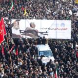 Drabet på den iranske general Qassem Soleimani, der blev mindet mandag med store optog i Teheran, har sat gang i en kædereaktion på finansmarkedet.
