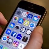 Teknikere hos det amerikanske forbundspoliti, FBI, står igen i en situation, hvor de ikke kan hacke sig ind i en beslaglagt iPhone, fordi oplysningerne på den – som på de fleste nye telefoner – automatisk er krypteret. Arkivfoto: Liselotte Sabroe/Ritzau Scanpix