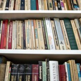 »At danske elevers læseresultater har været præget af stagnation eller svag tilbagegang er ikke noget nyt. Faktisk oplever lærere i gymnasiet og sågar i læreruddannelsen studerende, der ikke har læst eller formår at læse en hel bog,« skriver Jens Raahauge.