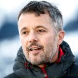 I mere end ti år har Kronprinsparret haft en skihytte i det mondæne Verbier i Schweiz. Det vækker forundring i Enhedslisten, der påpeger, at apanagen løbende stiger: »Men altså, er de øgede udgifter, at man bare køber huse rundt omkring for dem?«