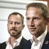 Venstres formand, Jakob Ellemann-Jensen (til venstre), fratog lørdag aften Kristian Jensen dennes ordførerskab og udvalgsposter i Folketinget. En rimelig reaktion, skriver Pierre Collignon i denne leder.