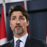 »I føler jer måske ubærligt ensomme, men I er ikke alene. Jeres land står ved jeres side i dag, i morgen og i de mange kommende år,« sagde den canadiske premierminister, Justin Trudeau, ved en mindehøjtidelighed søndag for de 57 canadiere, der blev dræbt ombord på det passagerfly, Iran ved en fejl skød ned i sidste uge.