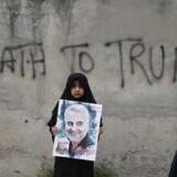 Sidste uge var de iranske gader badet af sørgeoptog for den iranske general Qassem Soleimani, som blev dræbt i et amerikansk droneangreb, mens demonstranter råbte »Død over USA!« Nu er iranerne på gaden igen, men med et helt andet budskab.