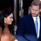 Den britiske dronning Elizabeth II er gået med til en »overgangsperiode« for prins Harry og Meghan, skriver Reuters.