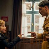 Jojo (Roman Griffin Davis) og Hitler (Taika Waititi) i en ophedet diskussion.