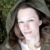 Kokken og skribenten Mette Helbæk udlevede drømmen om komme helt tæt på naturen, da hun sammen med sin mand og sine børn flyttede ud i en svensk skov. Men livet i skoven endte med at være sat sammen på en måde, så hun for anden gang i sit liv gik ned med stress.
