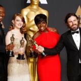 Den større diversitet slog igennem i 2017, da filmen »Moonlight« af den sorte instruktør Barry Jenkins modtog en Oscar som årets bedste film. Samme år kunne to sorte skuespillere gå hjem med en oscarstatuette i hånden: Viola Davis for bedste kvindelige birolle (»Fences«) og Mahershala Ali for bedste mandlige birolle (»Moonlight«). Her står de sammen med Emma Stone (bedste kvindelige hovedrolle (»La La Land« )) og Casey Affleck (bedste mandlige hovedrolle (»Manchester by the Sea«)).