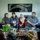 Ahmed Samsams familie er blevet mødt med af en mur af tavshed fra de danske myndigheder, når de har kontaktet dem i forsøget på at hjælpe sønnen og broderen.