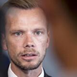 »Regeringen vil komme med et udspil om, at nytilkomne og dem længst væk fra arbejdsmarkedet skal bidrage i 37 timer om ugen for deres ydelse,« skriver beskæftigelsesminister Peter Hummelgaard (S) i en e-mail til Berlingske.