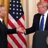 Præsident Donald Trump »trykker hånd« med kinesiske Liu He.