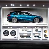 Man skal tage stilling til en masse udstyr, når man vælger en ny Audi e-tron. Men nu bliver det også muligt at opgradere bilen online efter dit køb med eksempelvis p-assistent eller automatisk lys.