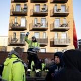 Op mod 300 stilladsarbejdere protesterede i december mod forholdene på en byggeplads i området ved Lundtoftegade på Nørrebro. Ifølge stilladsarbejderne foregik der social dumping på byggepladsen. Foto: Ida Guldbæk Arentsen/Ritzau Scanpix