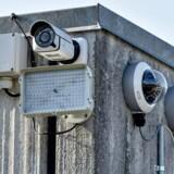 »Men forskning viser, at TV-overvågning ikke har en målbar effekt på vold og uorden. Regeringen erkender også, at overvågningen ikke vil forebygge bandekriminalitet og terror,« skriver Anne Sofie Allarp.