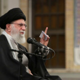 Irans øverste leder, Ali Khamenei, ventes fredag at lede fredagsbønnen i Irans hovedstad, Teheran, for første gang siden 2012. Ho/Ritzau Scanpix