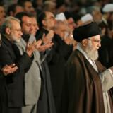 Det er meget sjældent, at Irans åndelige leder, ayatollah Ali Khamenei, leder fredagsbønnen. Det gør han kun, når nationen skal samles i svære tider.