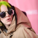 Billie Eilish har skabt mode med sit posede, oversize tøj, der ligner noget, hun har stjålet fra storebroderens skab, men som ofte er fra mærker som Chanel, Gucci, Louis Vuitton eller Adiddas.