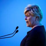 Siv Jensen (foto), der er leder af Fremskrittspartiet og finansminister i den norske regering, var modstander af regeringens beslutning om at hente 29-årig norsk-pakistansk kvinde hjem fra Syrien. Fredag aften blev kvinden som forventet anholdt, da hun ankom til lufthavnen Gardermoen i Oslo.