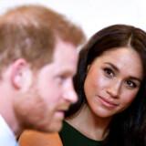 Problemet opstår ikke nu. Problemet opstod for tre år siden, da Harry forelskede sig i en kvinde med sin egen karriere. Og det skabte et dilemma.