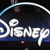 Disney+ blev lanceret i november 2019 og trak hurtigt et millionstort publikum, fordi Disney har trukket alle rettigheder til at vise koncernens film tilbage for at styrke sin streamingtjeneste.