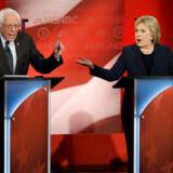 Bernie Sanders og Hillary Clinton kæmpede i februar 2016 om at blive Demokraternes præsidentkandidat. Arkivfoto: Mike Segar/Reuters/Ritzau Scanpix