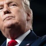 Donald Trump vil ikke selv være til stede, når rigsretssagen begynder. Han er til topmøde i Davos.