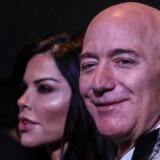 Stifteren af Amazon, Jeff Bezos. Her med kæresten, nyhedsvært Lauren Sanchez.
