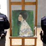 Dette maleri blev ved et tilfælde fundet 10. december, skjult bag en metaldør ved et norditaliensk museum. Nu har eksperter på universitetet i Bologna fastslået, at der er tale om et af verdens mest eftersøgte kunstværker, den østrigske maler Gustav Klimts »Portræt af en ung dame«.