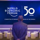 »Konkurrence fremmer virksomheders interesse i at tilfredsstille alle interessenters ønsker. Jo større konkurrence, der er om medarbejderne, desto vigtigere er det at sikre gode arbejdsforhold, meningsfuldt arbejde og god løn,« skriver Martin Ågerup. I denne uge mødes blandt andet politikere og erhvervsledere i Davos til World Economic Forum. EPA/GIAN EHRENZELLER