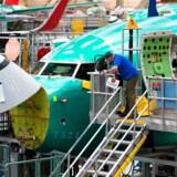 737 MAX har været Boeings bedstsælgende fly, og dermed rammes den samlede produktion hårdt. USAs finansminister udtalte tidligere på måneden, at Boeings problemer kunne koste en halv procent af amerikansk vækst i år.