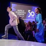 Klimaaktivister med svenske Greta Thunberg (tv.) i spidsen har været meget synlige på topmødet i Davos, men hvor langt skal virksomhederne gå for at møde omverdenens mange nye krav?