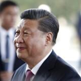 »Nogle diktatorer og autokrater ser en fordel i at støtte Kina, da de ikke ønsker kritik for egne krænkelser af menneskerettighederne. Andre er købt til stilhed gennem Kinas Belt and Road Initiative - et infrastruktur- og investeringsprogram til billioner af dollars,« skriver Kenneth Roth. Her ses Kinas præsident, Xi Jinping.