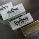 Tobaksgiganten Philip Morris er mest kendt for cigaretmærket Marlboro. I Davos er Philip Morris til stede blandt andet med en opfordring til rygere – hvis ikke de kan stoppe – om at skifte til røgfri alternativer med nikotin.