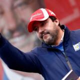 Forleden stod det højrenationale Legas leder, Matteo Salvini, bag et omdiskuteret mediestunt i Bologna. Og hans stunt har tjent sit formål – forud for søndagens skæbnevalg taler alle i Italien nemlig igen om Salvini.