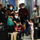 Over 800 personer i Kina er smittet med coronavirusset. Derudover undersøges flere end 1000 personer yderligere. De mistænkes at være smittet med virusset.
