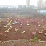 Billedet her viser arbejdet med at få bygget et nyt hospital i Wuhan. Det skal hjælpe med at bekæmpe coronavirusset. Reuters Tv/Reuters