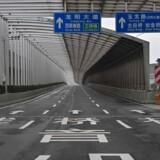 Tomme gader i epidemiens epicenter Wuhan afspejler den økonomiske usikkerhed, som den nye virus udgør. Det er helt umuligt at spå om, hvor stor indvirkning sygdomsudbruddet vil have på kinesisk og global økonomi.