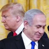 Donald Trump præsenterede sin plan for »fred i Mellemøsten« tirsdag aften dansk tid.