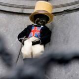 Dette foto taget 30. januar 2020 viser statuen Manneken Pis i Bruxelles iklædt det britiske flag – Union Jack – høj hat og vest. Dagen før briterne forlader EU.