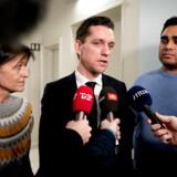 Boligminister Kaare Dybvad (S) holdt torsdag kl. 19 et kort pressemøde, et såkaldt doorstep, om den netop indgåede aftale om regeringens Blackstone-indgreb.