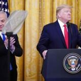 »De rige arabiske golfstater, hvis repræsentanter sad til møde med den israelske premierminister Netanyahu under lanceringen af Trumps fredsplan, er nu mere interesseret i at have Israel og USA på deres side i konfrontationen med Iran end i at presse Israel,« skriver Hanna Ziadeh.