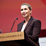Socialdemokratiets formand og statsminister, Mette Frederiksen, har gentagne gange talt imod skattelettelser i toppen. Men igen i år implementeres topskattelettelser indført af Socialdemokratiet.