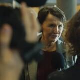 DR havde søndag premiere på den nye dramaserie »Når støvet har lagt sig«. Anmelderne er overordnet set glade for serien. Her er det Karen-Lise Mynster, der i serien spiller justistminister.