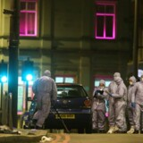 To personer, en mand og en kvinde, blev søndag eftermiddag stukket ned på åben gade i det sydlige London. Gerningsmanden var en 20-årig terrorist iført en falsk selvmordsvest.