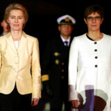 Tysklands tidligere forsvarsminister og nuværende formand for Europa-Kommissionen, Ursula von der Leyen, sammen med den nuværende tyske forsvarsminister, Annegret Kramp-Karrenbauer. De to er partifæller i CDU, men førstnævnte bliver nu undsagt af sin efterfølger.