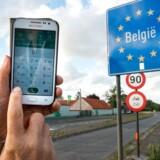 Danskerne kan trygt bruge mobiltelefonen til at tale i eller gå på nettet fra på rejser i EU, men så snart man kommer til andre lande, skal man tænke sig om og slå dataforbindelsen fra.