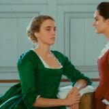 Franske Adèle Haenel og Noémie Merlant spiller adelsfrøken og kunstneren, der skal male hende i stærke »Portræt af en kvinde i flammer«.