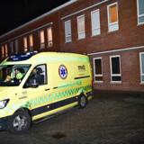 Læger på Aarhus Universitetshospital stod onsdag klar til at modtage en dansker, der ankom fra Belgien i ambulance. Personen er nu udskrevet fra sygehuset, men skal opholde sig i såkaldt hjemmekarantæne. Det betyder, at vedkommende er i daglig kontakt med sundhedsfagligt personale og skal opholde sig i hjemmet i 14 dage.