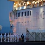 41 personer er det seneste døgn bekræftet smittet med coronavirus på et japansk krydstogtskib, der er i karantæne. Dermed er i alt 61 personer om bord smittet med virusset. Kim Kyung-Hoon/Reuters