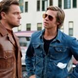 »Once Upon a Time in Hollywood« er nomineret i kategorien Bedste Film til dette års Oscar-show i Hollywood. Her er det Leonardo DiCaprio og Brad Pitt i en scene fra filmen.